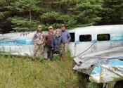 Mon groupe (famille) devant la carcasse de l'avion de la Rivière-à-l'Huile (crash en 1967)