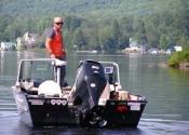 Mon bateau est à l'eau sur le lac Frontière