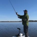 Je vais en apprendre beaucoup sur la pêche au lancer.