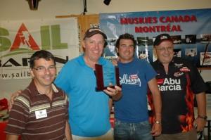 """La 3e place revient à John, le coéquipier de mon ami Gerry avec une prise de 42"""". Sur la photo: Denis Gravel, John Edmuns, Martin Bérubé, Maurice Martin."""