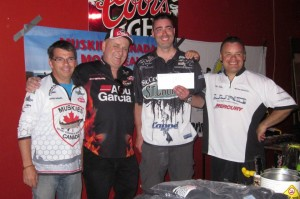 De gauche à droite: Denis Gravel, Maurice Martin, Jean-Philippe Martin le gagnant du tournoi avec un poids de 12.92 lbs et Mike Philipps