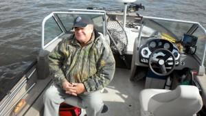 Le paternel à bord de mon bateau.