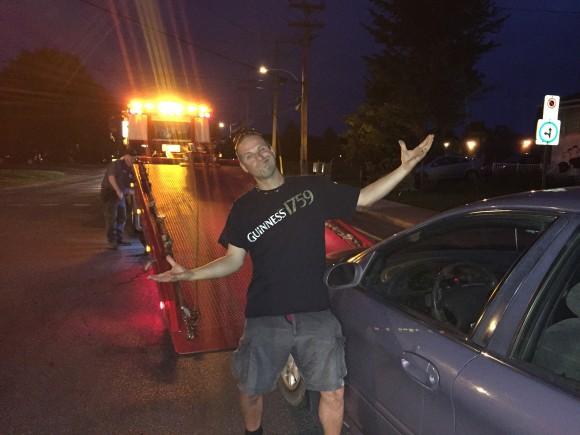 Jimmy a pris son gros maskinongé mais il y a laissé son véhicule...